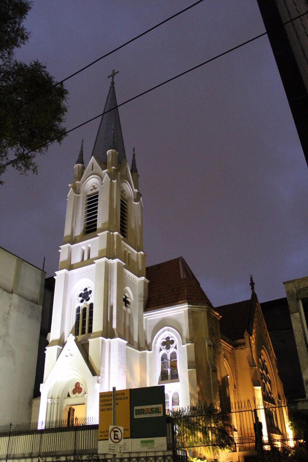 Igreja Evangélica Luterana foi atingida por escombros do prédio que desabou no Centro de São Paulo (Foto: Débora Ludwig/Arquivo Pessoal)