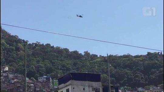 Helicóptero lança panfletos na Rocinha pedindo denúncia sobre traficantes