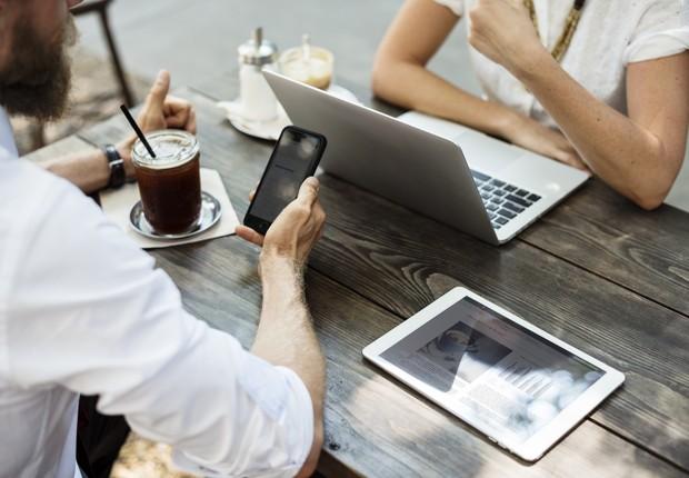 smartphone - notebook - dispositivos conectados  (Foto: Pexels)