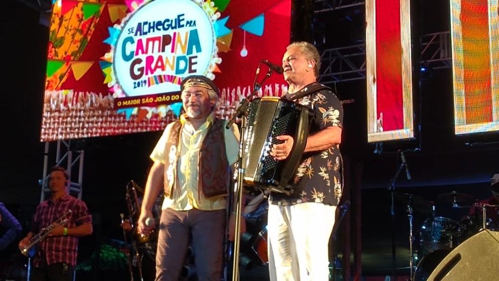 Flávio José  fazendo show com Santanna no São João 2019 de Campina Grande, o último que foi realizado — Foto: Iara Alves/G1