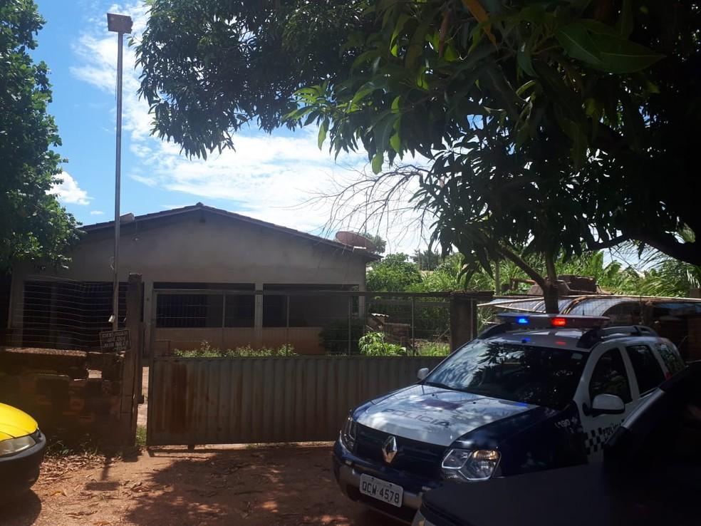 Mulher foi morta dentro de uma casa no bairro Jardim Paula 2, em Várzea Grande — Foto: Polícia Militar de Várzea Grande/Divulgação