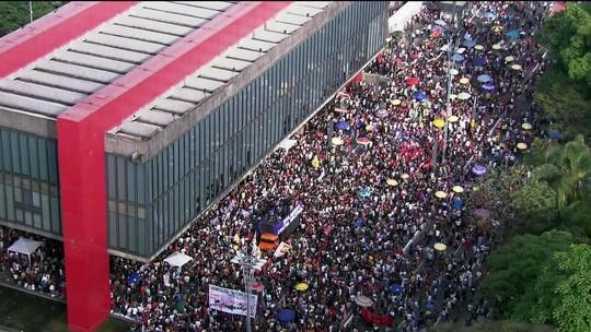 Manifestantes fazem atos contra Jair Bolsonaro em algumas cidades do Brasil
