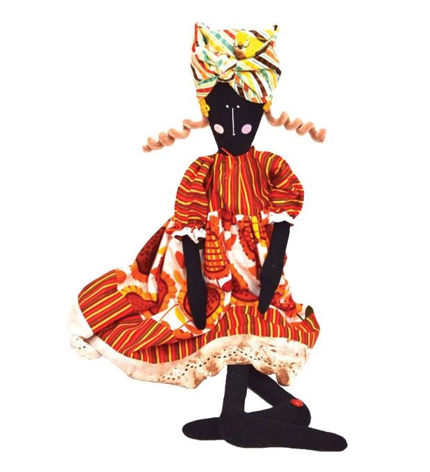 4. Brinquedo único | Feitas manualmente, as bonecas de pano da artesã Laura Snitovsky são produzidas de forma singular, misturando texturas e padronagens diferenciadas, de acordo com o gosto do cliente. Feitas para crianças e adultos brincarem! Laura Poup (Foto: Divulgação)