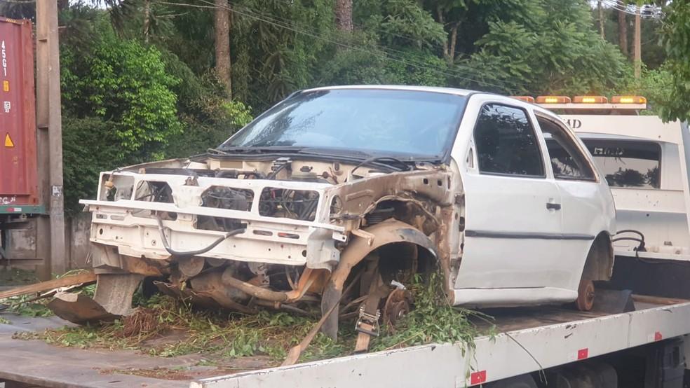 Veículo foi recolhido pela polícia — Foto: Bruno Favaro/RPC Curitiba