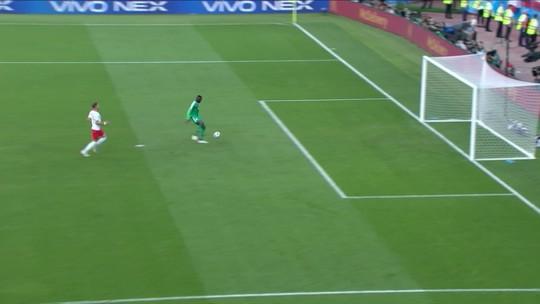 """Comentaristas analisam gol curioso de Senegal e aliviam árbitro: """"Azar danado"""""""