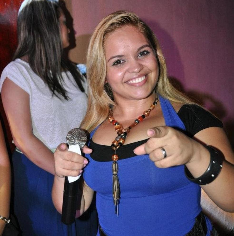 Ex-cantora Eliane Castro integrou as bandas de forró Amor Real, Pé de Ouro e Xodó de Amor.  — Foto: Arquivo pessoal