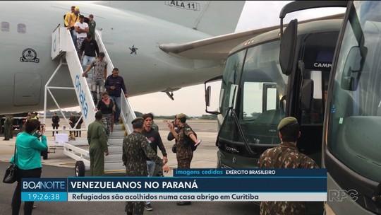Grupo de venezuelanos que saiu de Roraima chega ao Paraná