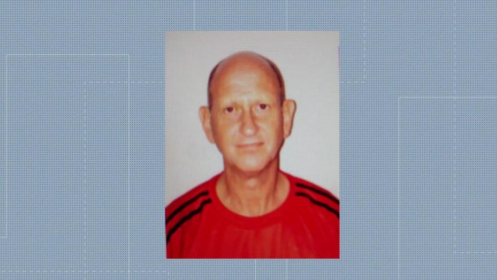 Klaus Fischer, de 73 anos, é suspeito de aliciar menores para a produção de pornografia infantil na Zona Oeste do Rio. — Foto: Reprodução/ TV Globo