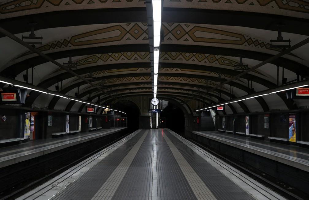 Estação de metrô na Praça Catalunha durante greve parcial convocada por partidos pró-independência da Catalunha (Foto: Susana Vera/Reuters)