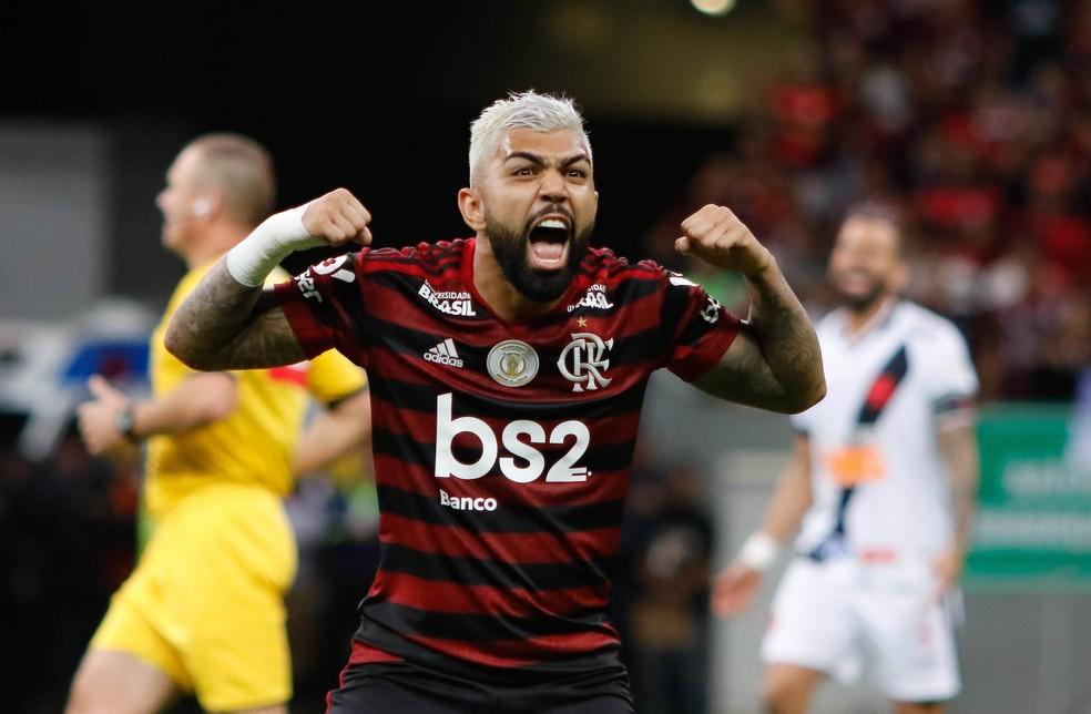 Gabigol comemora na vitória rubro-negra por 4 a 1 no primeiro turno — Foto: Osvaldo Lima/Agência Estado