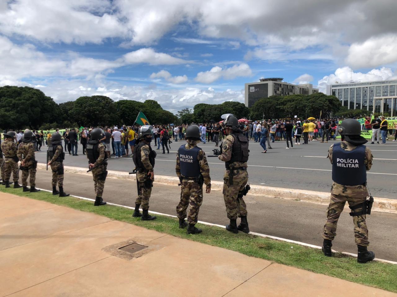 Covid-19: manifestantes protestam em frente ao Palácio do Buriti contra medidas de restrições no DF