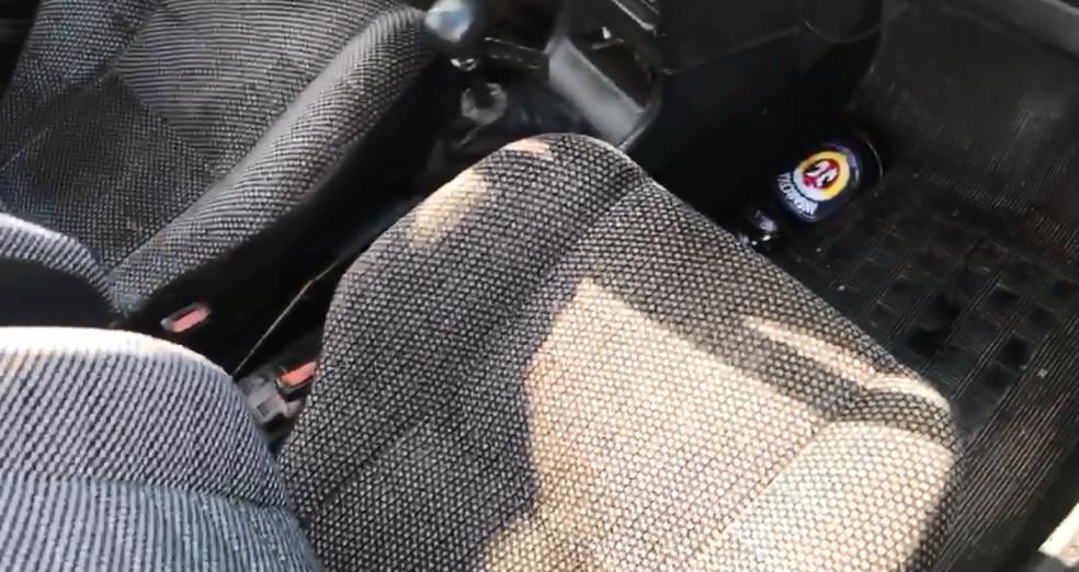 Garrafa de cerveja encontrada pela PM em carro flagrado em'zigue-zague' na EPNB (Foto: PMDF/Reprodução)