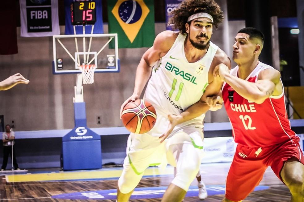 Anderson Varejão em ação pelo Brasil nas Eliminatórias (Foto: Divulgação/Fiba)