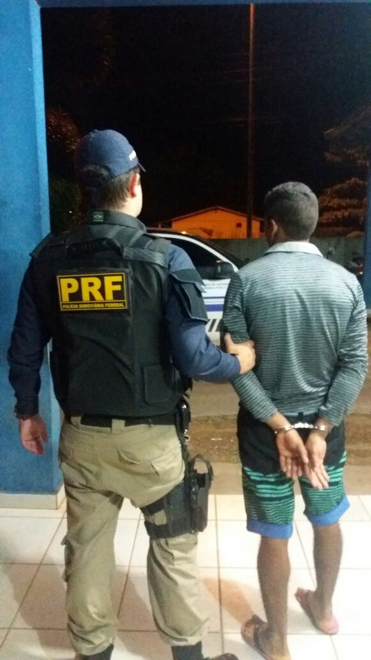 Homem bêbado é preso pela PRF após fugir de abordagem em rodovia de RR