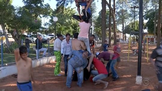 Veja como foi a gincana do pau de sebo em Mineiros do Tietê
