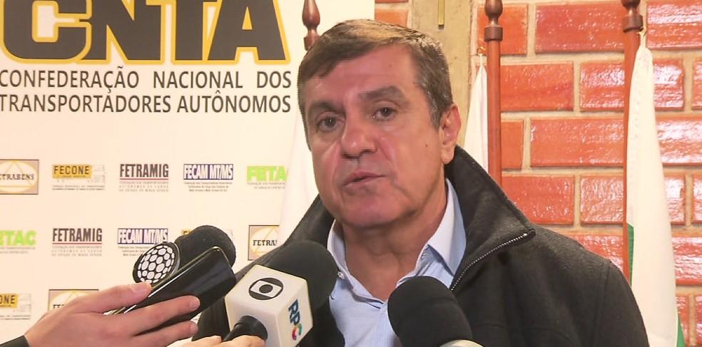 O presidente da Confederação Nacional dos Transportadores Autônomos (CNTA), Diumar Bueno, disse que a categoria recebeu três novas propostas do governo federal neste domingo (27) (Foto: RPC/Reprodução)