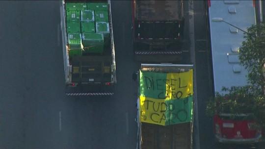 Caminhoneiros protestam contra alta do diesel