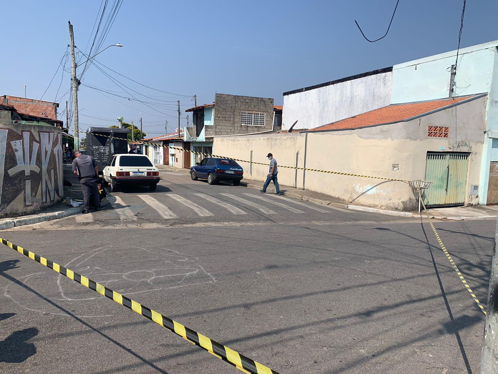 Troca de tiros no bairro São Gonçalo deixa feridos em Taubaté; adolescente é apreendido