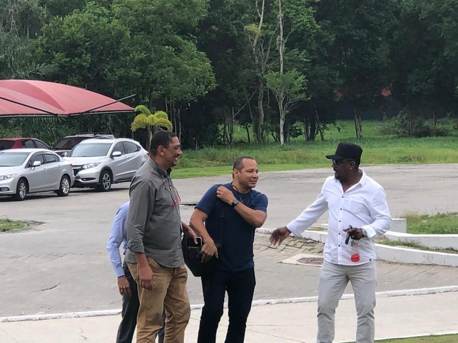 Pai de Neymar visita o Ninho do Urubu para