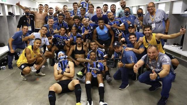 Grêmio comemora 9ª final de Copa do Brasil no vestiário do Morumbi