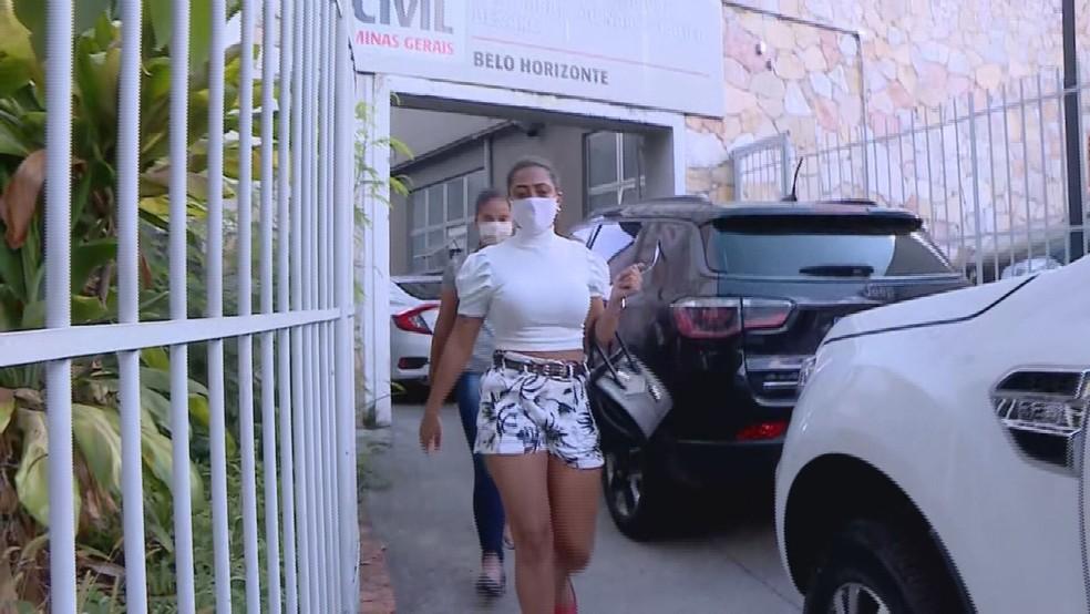 Ângela Maria Ezequiel prestou depoimento na delegacia de Polícia Civil, em BH — Foto: Henrique Campos/TV Globo