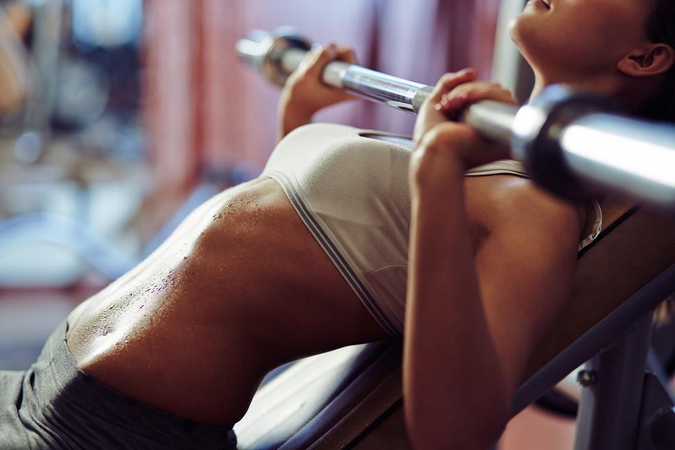 A musculação, por exemplo, é muito benéfica para a prevenção de doenças cardiovasculares — Foto: iStock Getty Images