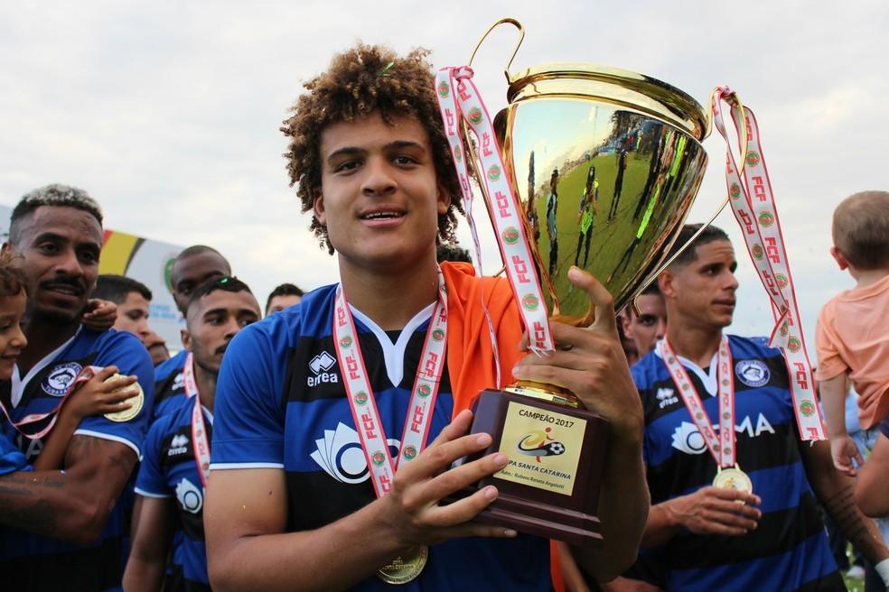Reforço do Vasco, Neto Borges foi vendido pelo Tubarão após título da Copa Santa Catarina — Foto: Divulgação/Comunicação CA Tubarão