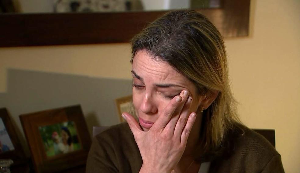 Fernanda Lazari de Souza, esposa de Carlos Eduardo, revela a dor dos filhos pela ausência do pai (Foto: Reprodução / TV TEM)