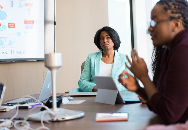 Quando a procrastinação vem da chefia, os funcionários se sentem menos motivados, segundo estudo (Foto: Pexels)