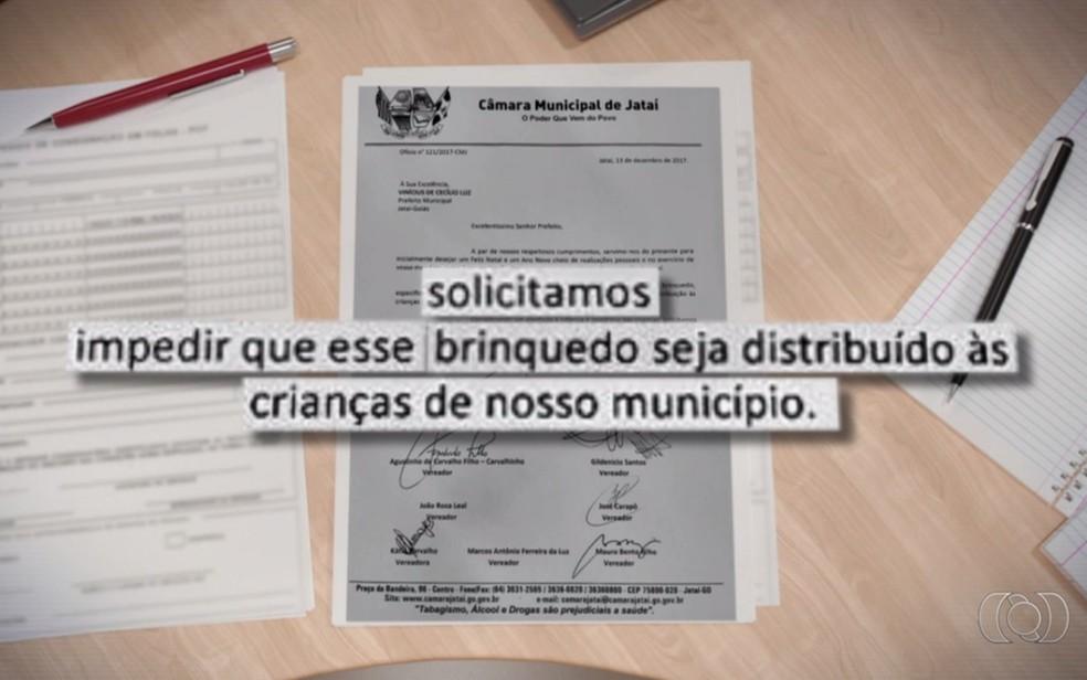 Vereadores impedem doação de bonecas com genital maculino e roupas rosas (Foto: Reprodução/TV Anahnguera)