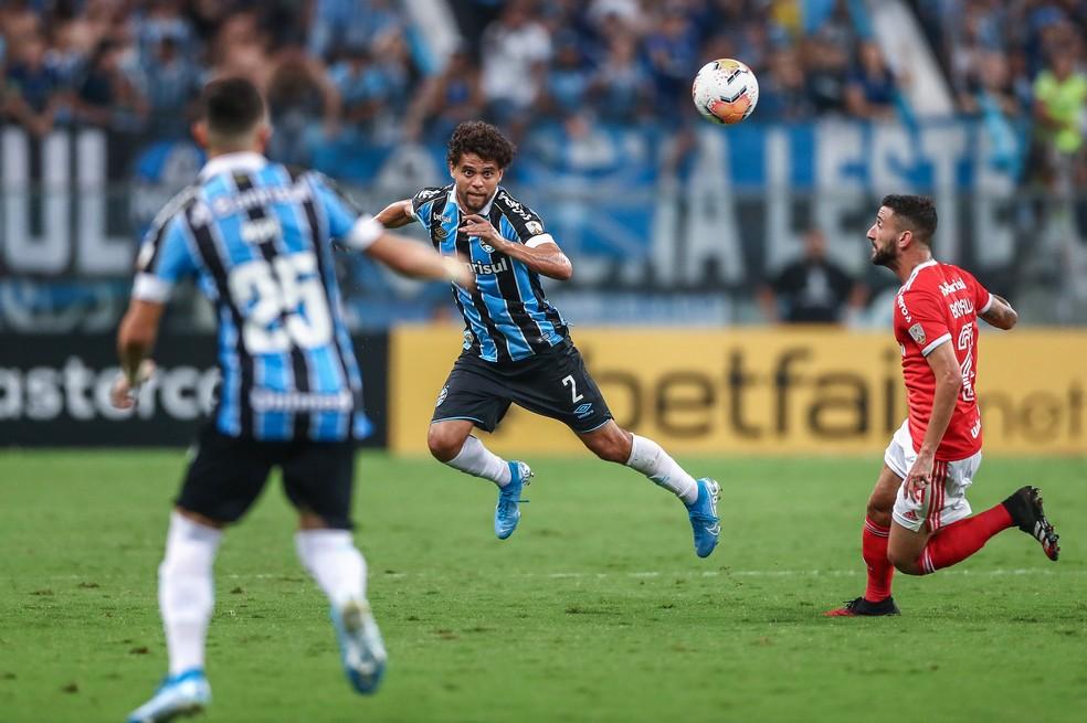 Em três meses de Grêmio, Victor Ferraz já disputou dois Gre-Nais — Foto: Lucas Uebel/DVG/Grêmio