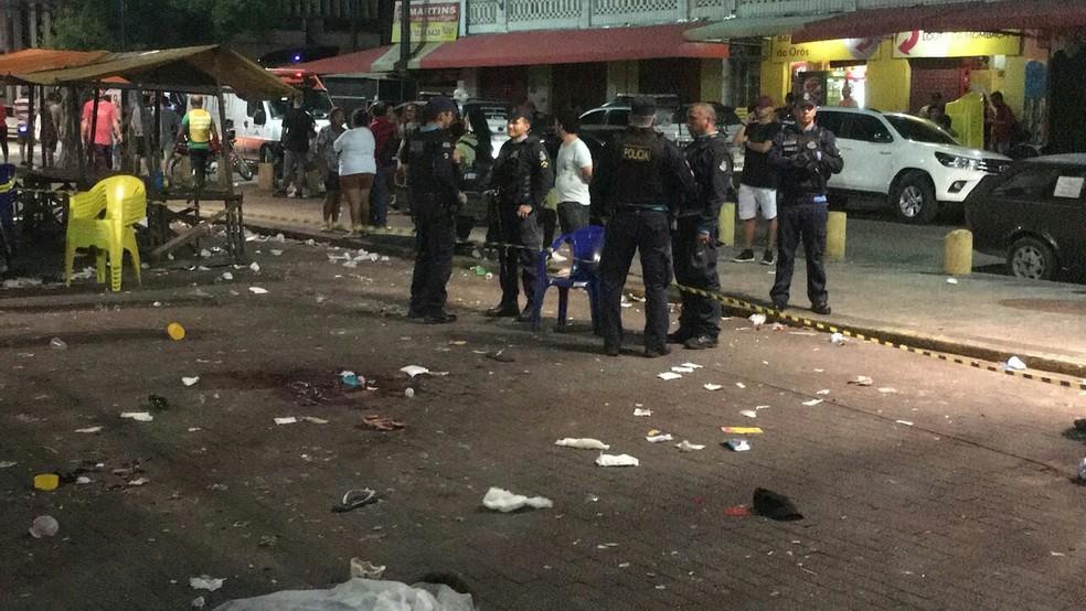 Praça da Gentilândia após tiroteio que deixou três pessoas mortas.  (Foto: André Teixeira/G1 CE)