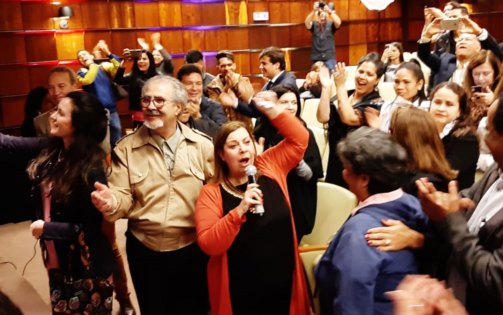 Representante de Guaidó diz que petróleo na costa brasileira pode ter vazado de navio que tentou burlar sanções a Maduro - Notícias - Plantão Diário