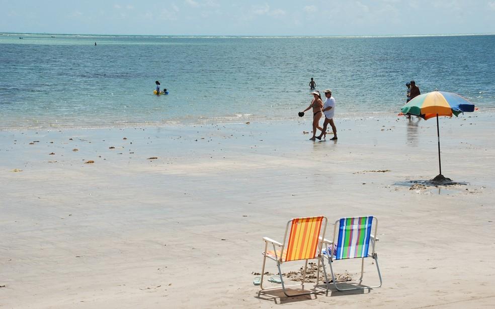 Praia de Camboinha, em Cabedelo, é um destino muito procurado por campinenses (Foto: Felipe Gesteira/Jornal da Paraíba)