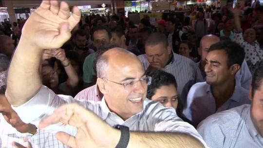 Governador eleito do RJ, Witzel vai à Central do Brasil de metrô agradecer a eleitores