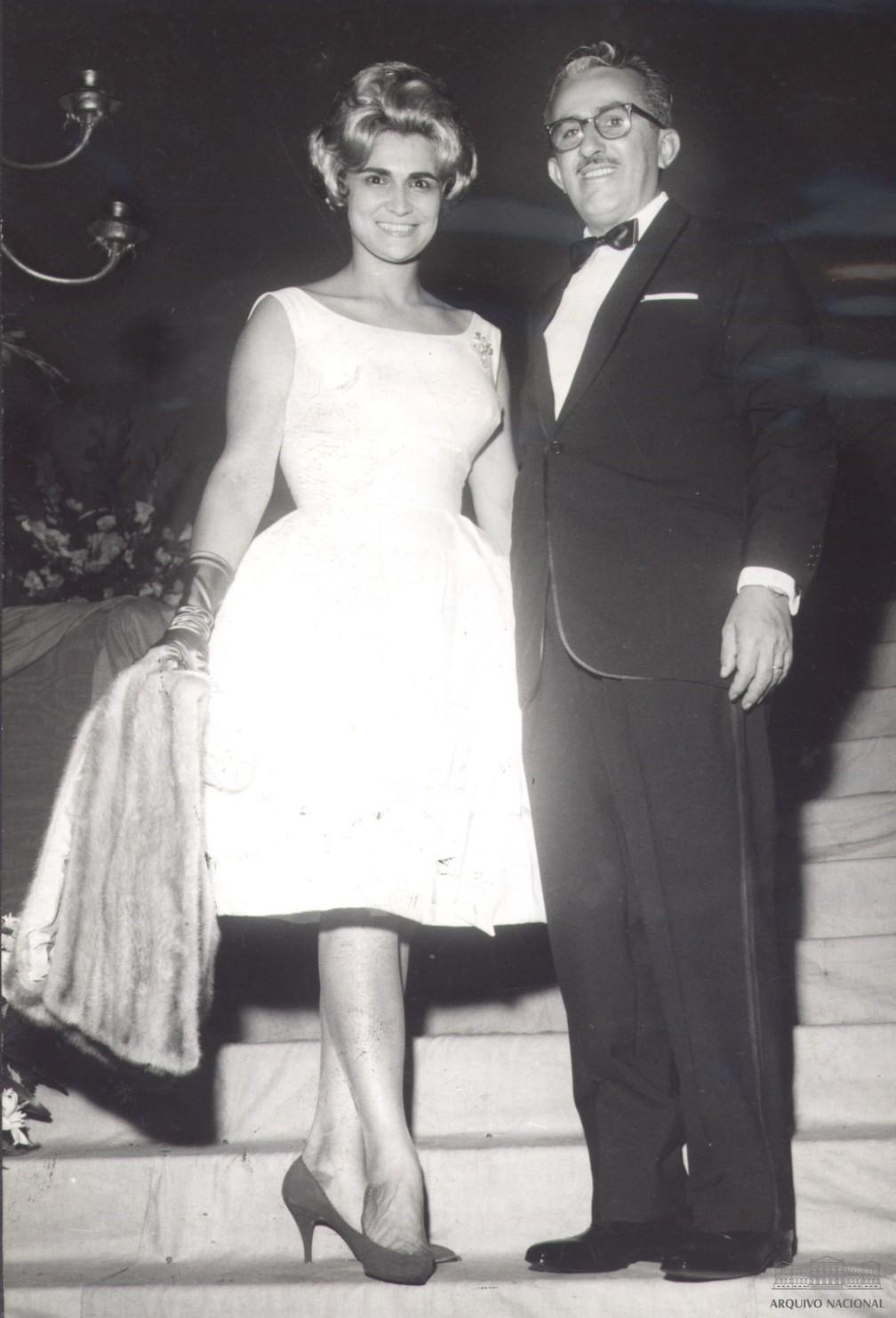 Hebe Camargo e Chacrinha, anos 1950 — Foto: Arquivo Nacional