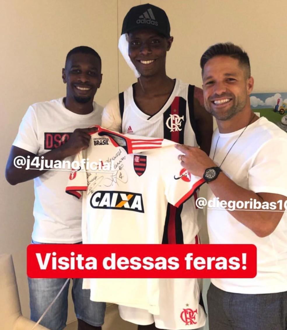 Jhonata Ventura recebeu a visita de Juan e Diego no meio de março — Foto: Reprodução / Instagram