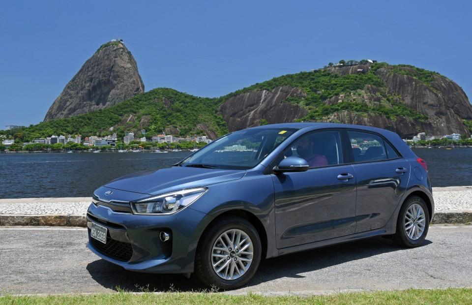 Kia Rio já está nas concessionárias da rede: versão EX custa Rr 77.990 (Foto: Murilo Goés)