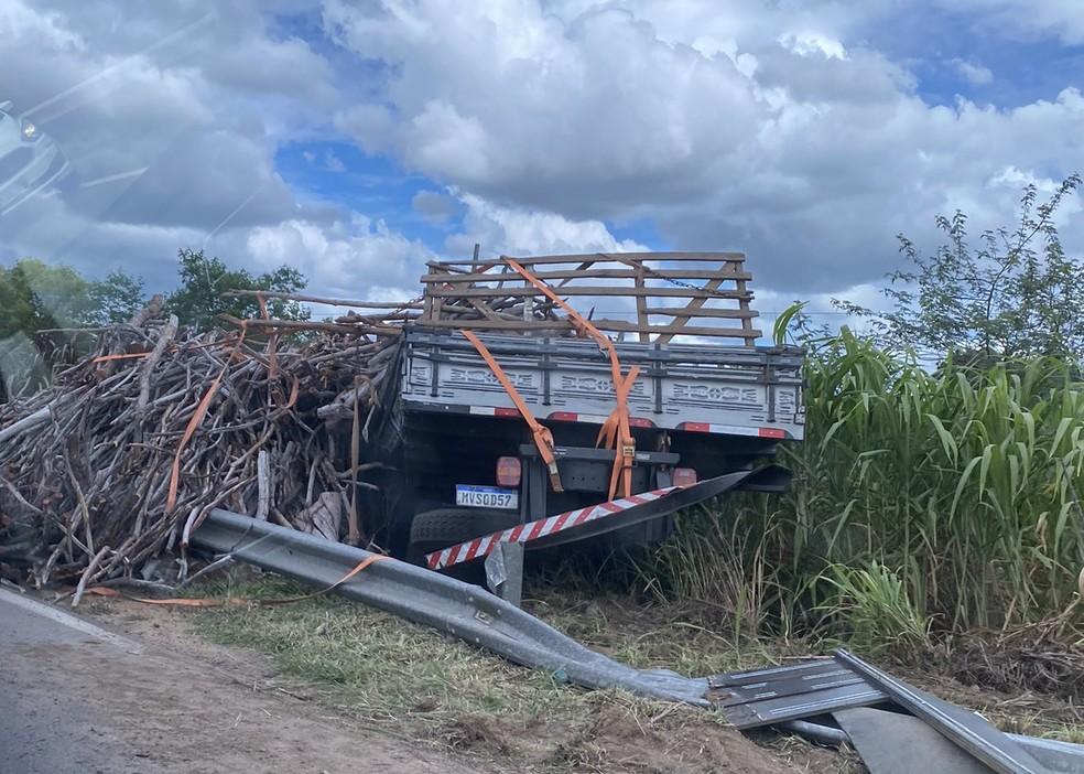 Acidente em Taipu — Foto: Cláudia Santa Rosa - Cedida à Inter TV Cabugi