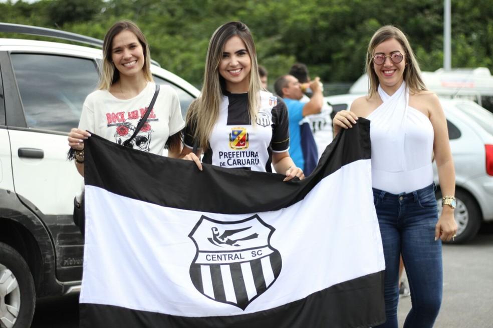 Central entra em campo contra o Afogados — Foto: Marlon Costa/Pernambuco Press
