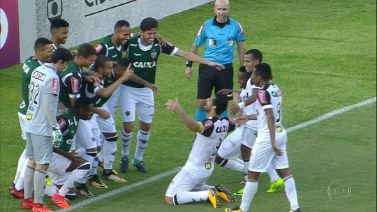 Fred acaba com jejum, e Galo arranca empate no Recife