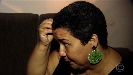 Queda de cabelos: fios por toda parte e tufos no travesseiro e nas roupas devem ser investigados