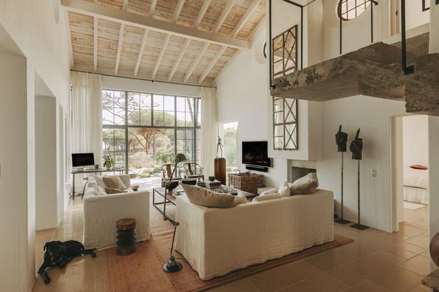 Uma casa onde o mediterrâneo e o industrial se encontram (Foto: Luís Ferraz)