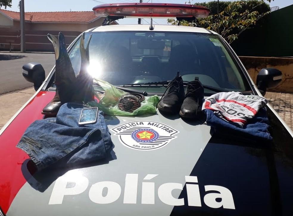 PM apreendeu as roupas usadas pelos suspeitos no dia do crime, em Flórida Paulista — Foto: Polícia Militar/Cedida