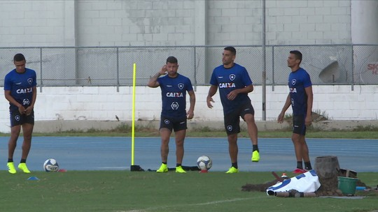 Botafogo vive a expectativa da possível estreia de Diego Souza contra o Fluminense