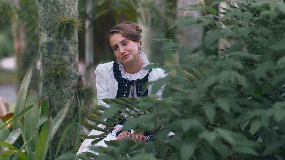 Leopoldina (Bruna Griphao) receberá visita romântica de Bernardinho (Gabriel Fuentes) em 'Nos Tempos do Imperador' — Foto: Globo