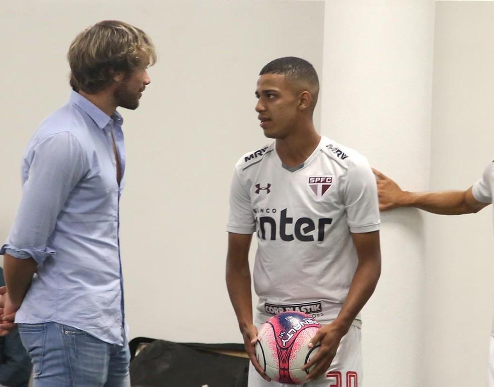 Brenner conversa com Lugano no São Paulo (Foto: Rubens Chiri / saopaulofc.net)