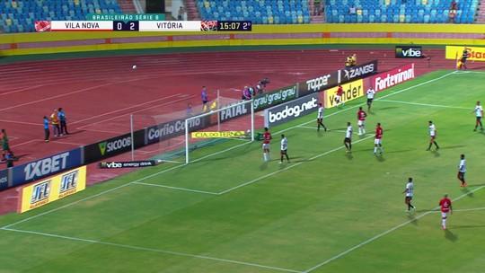 Maílson cruza e Ronaldo afasta pela linha de fundo aos 15 do 2º tempo