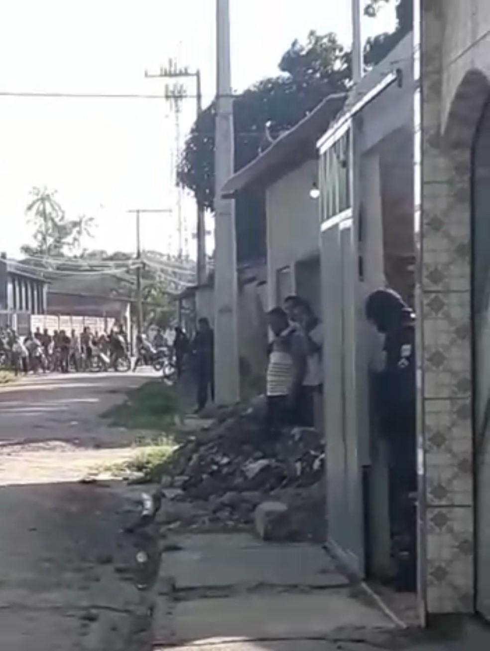 Assaltante faz refém no bairro de Águas Lindas, em Ananindeua — Foto: Reprodução/TV Liberal
