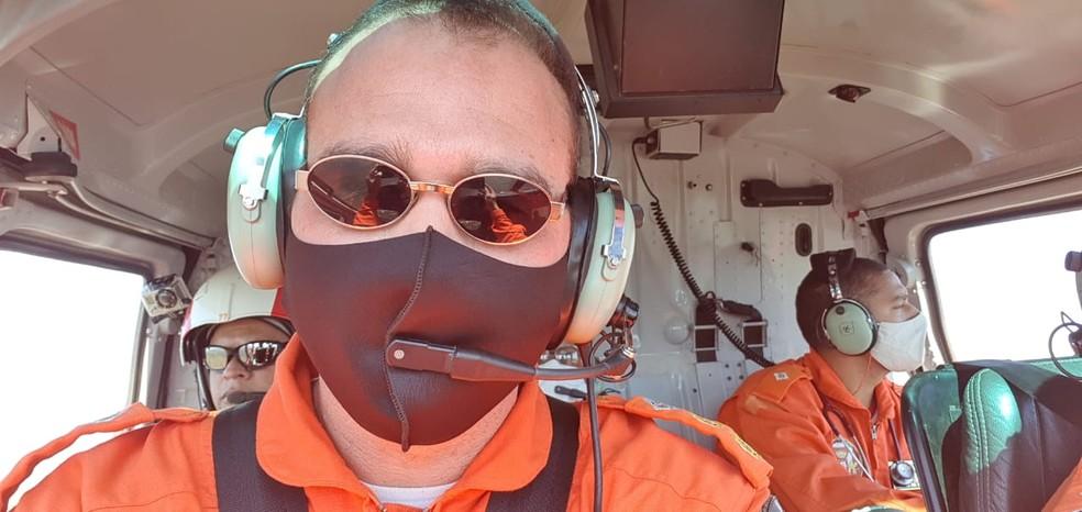 Tenente-coronel Moisés Alves Barcelos, de 43 anos, comandava aeronave no momento do acidente, no dia 30 de julho, no DF. Imagem de arquivo. — Foto: Tenente-coronel Moisés A. Barcelos/Arquivo pessoal
